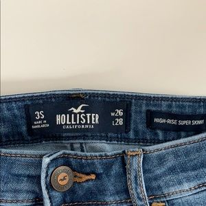 Hollister ripped jeans, size 3 Short